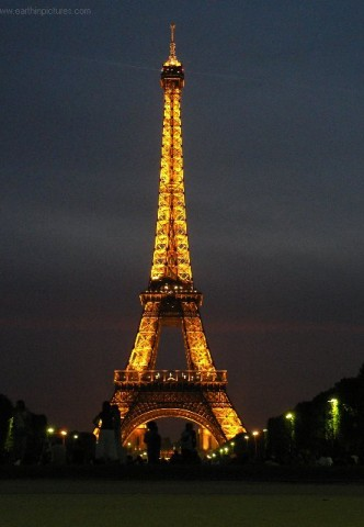 eiffel_tower_at_night